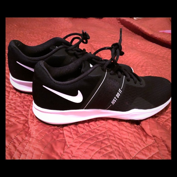 Nike Women s size 8.5 City Trainer 2 22a953f60